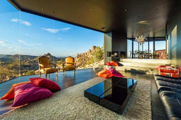 Pomysł na czerń we wnętrzu: zobacz niezwykły dom na pustyni