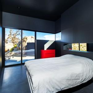 Minimalistyczna sypialnia. Fot. Marc Angeles.