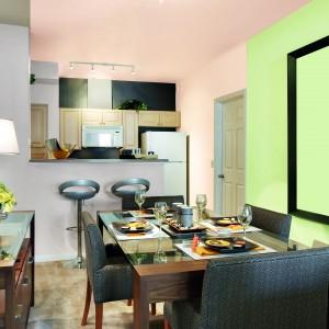 """Farbę Jedynka® Ogród Barw wyróżnia System Potrójnej Aktywności Powłoki, gwarantujący dobre krycie, trwałość kolorów oraz mikrowentylację, która umożliwia """"oddychanie"""" ścian. Charakteryzuje się wydajnością, szybko schnie i gwarantuje malowanie bez kapania. Pachnie podczas malowania i po nim. Do wyboru 36 gotowych kolorów. Wydajność: ok. 14 m²/l. 49 zł/2,5 l, Tikkurila."""