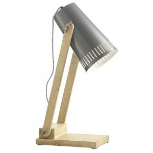 Drewniana lampa na biurko mimo dość skromnego wyglądu wzbudzi zachwyt każdego domownika i gościa. Kolor naturalnego drewna w podstawie i w tzw. ramieniu lampy, świetnie współgra z szarością klosza. W środku jest on biały dzięki czemu światło odbijając się oddaje wrażenie większej mocy. Stanowi to sympatyczny kontrast w surowości stylu lampy. Cena: 375 zł, sprzedaż: Scandiconcept.