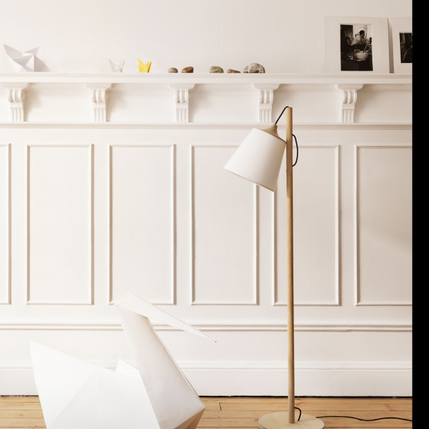 Lampy z drewna – oryginalne oświetlenie domowego biura