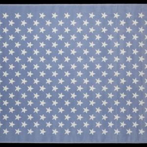 Dywan Alfombra Estrellitas w kolorze niebieskim.