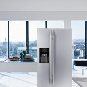 Wolnostojąca chłodziarko-zamrażarka FSBS 6001 NF IWD XS A+ o szerokości 90 cm. Posiada system No Frost, funkcję Super Cool, szufladę Fresh Holder. Pojemność całkowita: 604 l. Klasa energetyczna A+. Wymiary zewnętrzne: 912x1170x735 (szer. x wys. x gł. mm). 9.499 zł, Franke.