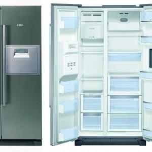 Chłodziarko-zamrażarka KAN60A45 z kostkarką (kostki lodu i lód kruszony) i mini barem. Posiada system NoFrost, elektroniczną regulację temperatury oddzielnie dla chłodziarki i zamrażarki, wyświetlacz LCD oraz Multi Airflow. Kolor: Inox. Pojemność: 510 l. Klasa energetyczna A+. 6.839 zł, Bosch.