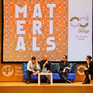 Panel dyskusyjny: na scenie siedzą Piotr Kuchciński, Mikołaj Wierszyłłowski i Leonardo Talarico. Dyskusję prowadziła Ewa Trzcionka, redaktor naczelna Design Alive. Fot. materiały organizatora.