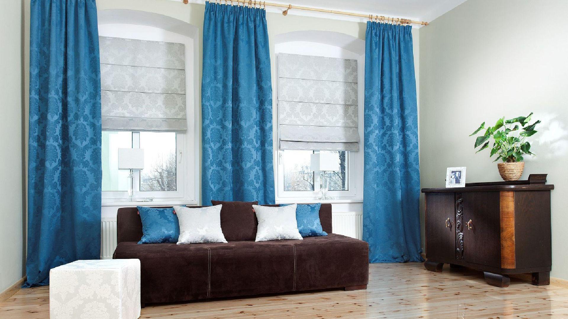 Pokój dzienny zaaranżowany przy pomocy tkanin marki Dekoria. Fot. Dekoria.