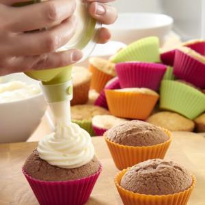 Muffinki zdobyły serca Polaków i stały się wyjątkowo często przyrządzanym słodkim deserem. Fot. Lekue.