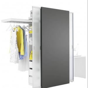 System Mobile to rozwiązanie łączące technologię drzwi przesuwnych i systemu do przechowywania ubrań. Proj. Burkhard Hessa. Fot.Raumpuls.
