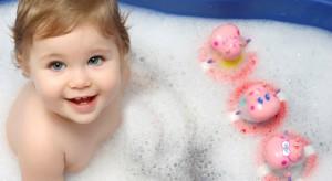 Projektując dom coraz częściej rodzice decydują się na stworzenie odrębnej łazienki dzieciom. Przedstawiamy krótki poradnik, który podpowie jak to zrobić, by najmłodsi chętnie i bezpiecznie użytkowali tę przestrzeń.