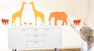 Słonie, żyrafy czy wesołe małpki zamieszkują już nie tylko w afrykańskiej dżungli. Coraz częściej znajdujemy je na pościeli, podłodze czy ścianie w pokoju dziecka.