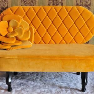 Sofa Flowers to polski projekt pracowni Happy Barok.