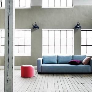 Bladoniebieska sofa Colorado. Fot. Softline.