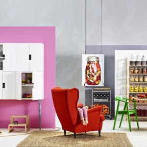 Czerwony fotel-uszak Strandmon. Fot. IKEA.