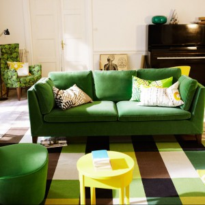 Zielona sofa i fotel z nowej kolekcji Stockholm. Fot IKEA.