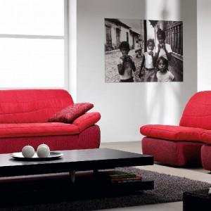 Czerwone fotele i sofa z kolekcji Surf. Fot. Rom.