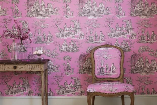 Powstał w XVIII wieku niedaleko Wersalu, kochała go Maria Antonina i francuskie arystokratki. Do dziś święci triumfy we wnętrzach i na wybiegach mody. Poznajcie tkaninę toile de Jouy - synonim francuskiego stylu.