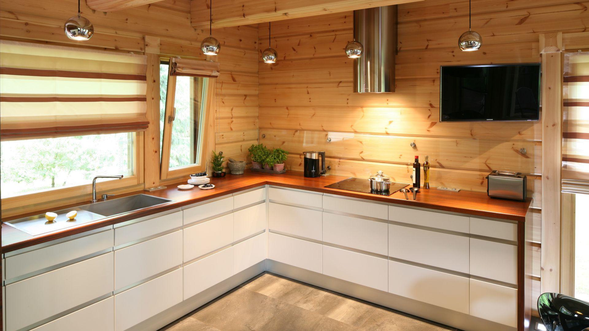 Kuchnia W Domu Z Drewna Nowoczesna I Piękna