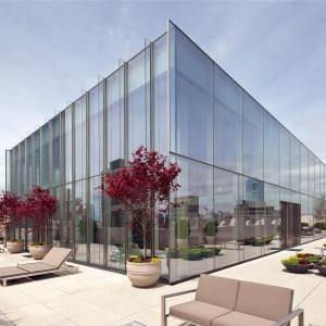 Widok na Skyloft Penthouse od strony tarasu. Fot. Douglas Elliman Real Estate.