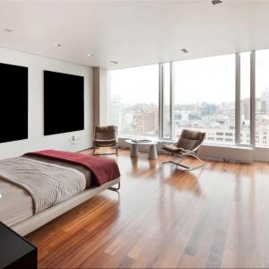Część prywatna apartamentu - na zdjęciu jedna z czterech luksusowych sypialni. Fot. Douglas Elliman Real Estate.