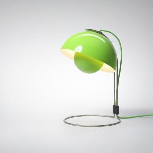 Lakierowana lampa Flowerpot dostępna w wielu kolorach. Ponadczasowa forma zaprojektowana w 1968 roku przez Vernera Pantona. Fot.AndTradition.com.