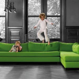 Intensywnie zielona sofa Newport. Fot. Interni-Edition.