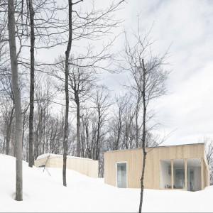 Tak dom prezentuje się z zewnątrz. Fot. La Shed Architecture.