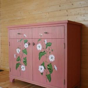 Komoda z powojem, ręcznie malowana, przecierana, zdobiona ornamentem, 110x130x50 cm. 3.650 zł (na zamówienie), Caltha