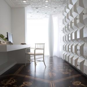 Bogactwo faktur i dekorów zwraca uwagę w każdym pomieszczeniu. Fot. Marcel Wanders Interiors.