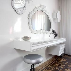 Rzut oka na toaletkę. Fot. Marcel Wanders Interiors.