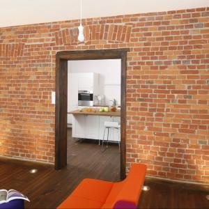 W trakcie prac remontowych nie wymieniono na nową ani jednej cegły. Solidność i niezawodność techniki budowniczych sprzed stu lat może wprawić w podziw i zakłopotanie…  Fot. Bartosz Jarosz.