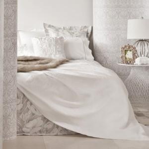 Komplet pościel z perkalu, haftowane poduszki - tkaniny o delikatnym, romantycznym wzorze. Fot.Zara home.