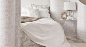 Subtelne odcienie, wyszukane formy, dbałość o detal – to tylko niektóre cechy kobiecej sypialni. Przedstawiamy kilka kobiecych dodatków które dodadzą wnętrzusmaku.