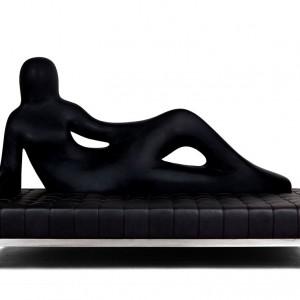 Sofa z oparciem-sylwetką kobiety. Proj. Fabio Novembre. Fot. Driade.