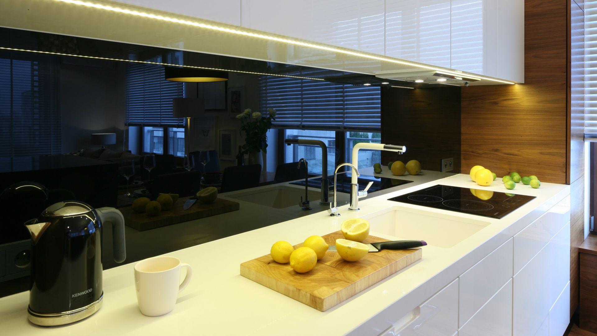 Co Położyć Między Szafkami W Kuchni Praktyczne Rozwiązania