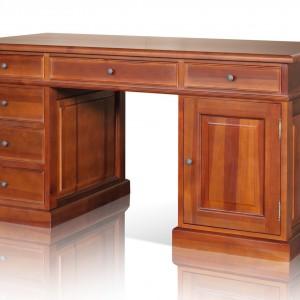 Klasyczne biurko z wysokogatunkowego drewna. Fot. Dller.