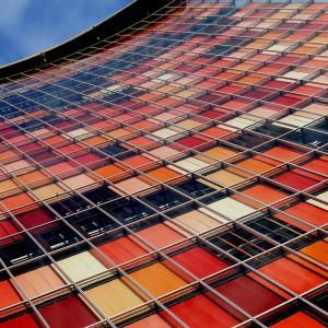 Elewacja z kolorowymi roletami zewnętrznymi, Berlin. Proj. Josh Kuffner