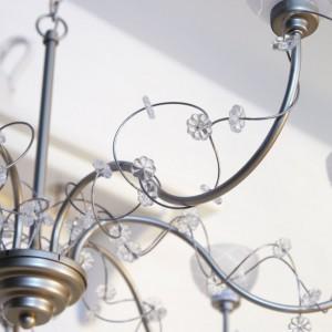 Żyrandol Soder zapewnia nastrojowe oświetlenie.Fot.Ikea.