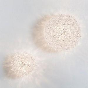 Kinkiet Bloom to oryginalna, błyszcząca lampa składająca się z elementów przypominających płatki kwiatów. Fot.Kartell.