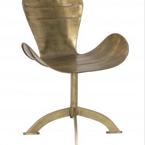 Krzesło w kolorze starego złota. Fot. Czerwona Maszyna.
