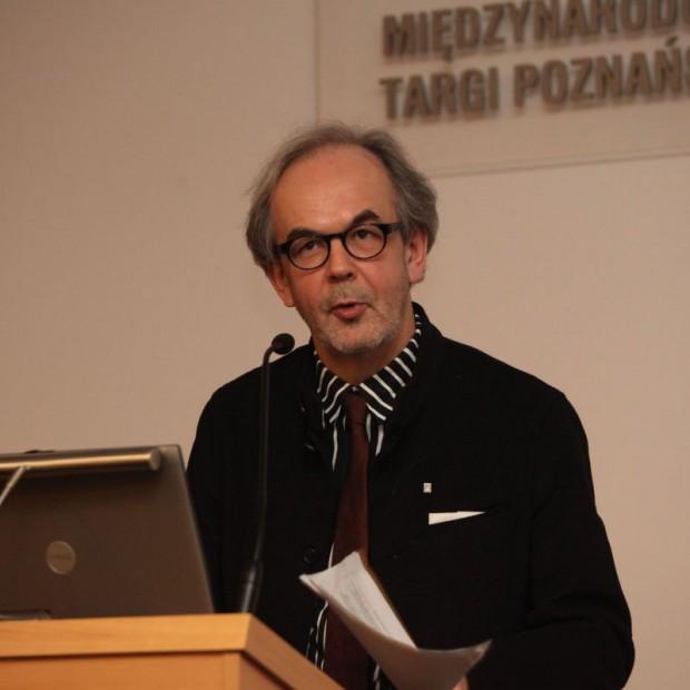 Rainer Mahlamaki wygłasza wykład podczas targów Budma 2014