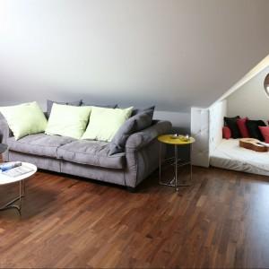 Pokój wypoczynkowy na piętrze. Fot. Bartosz Jarosz.