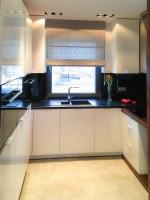 Dom w prostym nowoczesnym stylu - kuchnia.