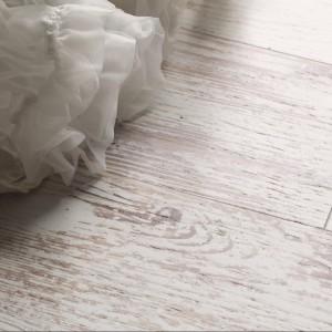 Wzór imitujący postarzane drewno. Fot.Kaindl. Źródło: EPLF – Stowarzyszenie Europejskich Producentów Podłóg Laminowanych.