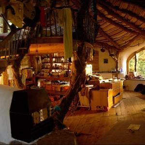 Dom Simona Dale wewnątrz: naturalne materiały i ekologiczne rozwiązania. Fot. Beingsomewhere.