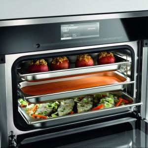 Piekarnik DGC 6600 XL. Posiada ponad 200 programów automatycznych, 20 programów własnych, elektroniczną regulację temperatury: 30-225°C (piekarnik), 40-100°C (gotowanie na parze), wyjmowane prowadnice. Klasa energetyczna A, szerokość: 56 cm, pojemność: 48 litrów. 14.490 zł, Miele.