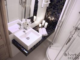 Mała łazienka z oddzielnym wc.