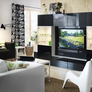 System mebli na ścianę telewizyjną Uplleva od IKEA pozwoli zaaranżować ścianę z telewizorem według naszych potrzeb i upodobań. Fot. IKEA.