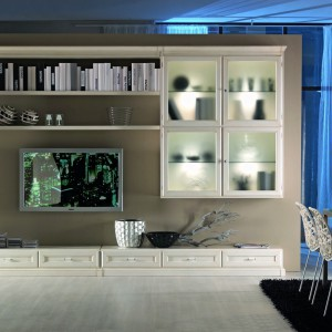 Kolekcja włoskich mebli Scala, wykonanych z litego drewna to propozycja do stylowego salonu. Fot. Selva.