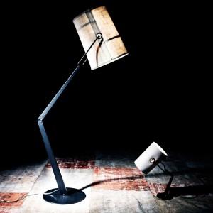 Lampa podłogowa Marrone Grigio w industrialnym stylu. Marka: Diesel by Foscarini. Sprzedaż: Atak Design. Cena: ok. 3400 zł.
