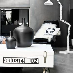 Nowoczesna lampa marki HK Living z najnowszej kolekcji. Marka: HK Living. Sprzedaż: Pufa Design Cena: ok. 1880 zł.
